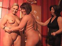 Amateur Lesbian Milf Pics